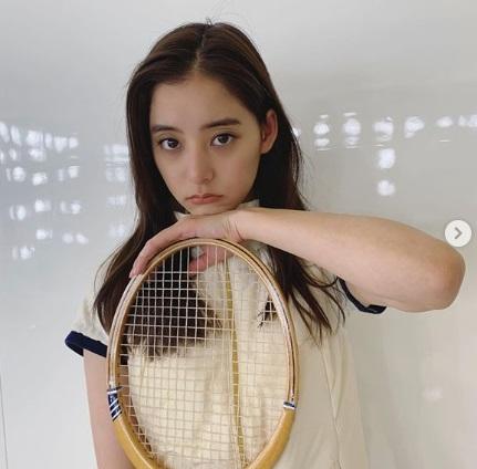 新木優子 テニスウェア姿